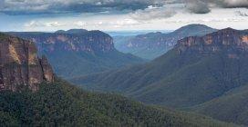 Прекрасним видом на Блакитні гори — стокове фото