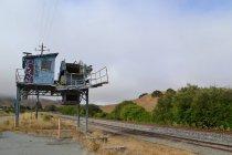 Bâtiment abandonné autour de la gare de chargement ferroviaire — Photo de stock