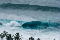 Surfer und Banzai Pipeline Surfwelle — Stockfoto