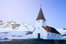 Igreja na paisagem rural — Fotografia de Stock
