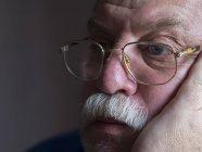 Грустный бородач — стоковое фото