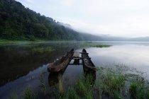 Blick auf festgemachten Boot auf Tamblingan See — Stockfoto