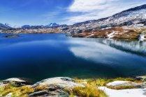 Красивый живописный вид на озеро мертвых (Totensee), Перевал Гримзель, Швейцария — стоковое фото
