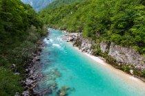 Vista panorâmica sobre o rio que atravessa o vale de Soca, Tolmin, Eslovénia — Fotografia de Stock