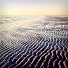 Vista panorámica del paisaje marino y arena en la playa - foto de stock