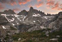 Pôr do sol majestoso sobre minaretes, floresta nacional de Inyo, Califórnia, América, Estados Unidos da América — Fotografia de Stock