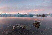 Vista panoramica della laguna del ghiacciaio, Jokulsarlon, Islanda — Foto stock