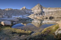 Scenic view of Sawtooth Peak reflected in Columbine Lake, Sequoia National Park, Hume, California, USA — Stock Photo