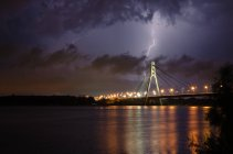 Scenic view of bridge in thunderstorm, Kyiv, Ukraine — Stock Photo