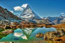 Прекрасний вид на гору Маттерхорн, відображені в озеро, Церматт, Швейцарія — стокове фото