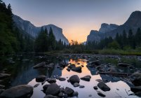 Beautiful view of Yosemite National Park at sunset, California, USA — Stock Photo