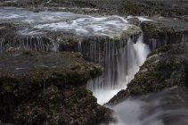 Индонезия, Саварна, Бантен, живописный вид на красивый водопад — стоковое фото