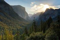 Vista panorâmica das majestosas montanhas na Califórnia, EUA — Fotografia de Stock