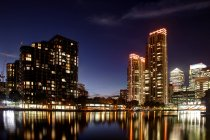 Scenic view of Canary Wharf at night, London, UK — Stock Photo