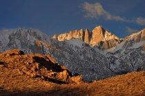 Величним видом гора Уїтні і Алабама пагорби, Східної Sierra Nevada, Каліфорнія — стокове фото