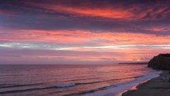 Vue panoramique sur la plage au coucher du soleil, Lagos, Faro, Portugal — Photo de stock