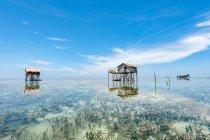 Malerischer Blick auf Holzhütten auf Stelzen im Meer, semporna, sabah, malaysia — Stockfoto