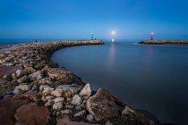 Мальовничий вид на Хвилеріз в море на сході сонця, Італія, Лаціо, латина, Ріо Мартіно — стокове фото