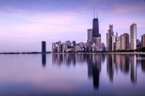 Skyline seen from North Avenue Beach, Chicago, Illinois, USA — Stock Photo