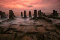 Vue panoramique de brise-lames à l'île de Kelor au coucher du soleil, Jakarta, Indonesia — Photo de stock