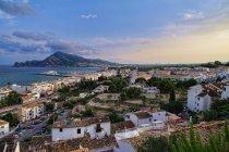 Spanien, Altea, malerischen Blick auf die Küste der Costa Brava, Benidorm im Hintergrund — Stockfoto