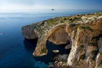 Vista panorâmica da bela Gruta Azul, Malta — Fotografia de Stock