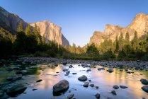 Majestic view of river valley, Yosemite National Park, California, America, USA — Stock Photo