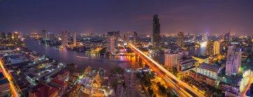 Skyline de Bangkok y el río Chaopraya, Bangkok, Tailandia - foto de stock