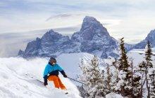 Man skiing in winter mountains, Grand Targhee, Teton, Wyoming, America, USA — Stock Photo