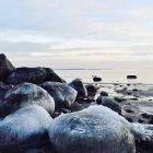 Rocce ghiacciate sulla spiaggia, Ringshaug, Tonsberg, Norvegia — Foto stock