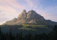 Vista panorámica del amanecer en la región de dolomita de Italia - foto de stock