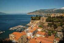 Vue de Sorrente et la baie de Naples, Italie — Photo de stock