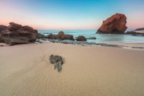 Portugal, Playa de Santa Cruz, vista panorámica de la playa de Penedo do Guincho - foto de stock