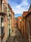 Мальовничий вид на житлові будинки та вулиці, Bosa, Сардинія, Італія — стокове фото