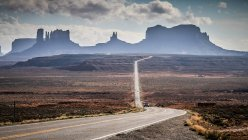 Живописный вид дороги монумент Вэлли, штат Аризона, Америка, США — стоковое фото