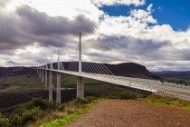 Malerische Aussicht auf Viadukt von Millau Brücke, Midi-Pyrenäen, Frankreich — Stockfoto