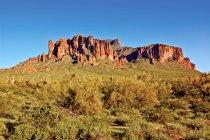 Malerischer Blick auf abergläubische Berge, verlorener holländischer Nationalpark, arizona, USA — Stockfoto