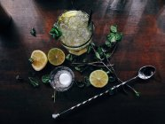 Overhead view of a Fresh mojito on bartop — Stock Photo