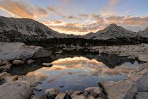 Scenic view of sunrise over Kearsarge Pass, Kings Canyon National Park, USA — Stock Photo