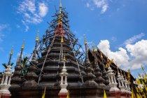 Мальовничий вид на храм під реконструкцію, Таїланд — стокове фото