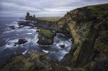 Живописный вид побережья полуострова snaefellsness, Исландия — стоковое фото