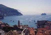 Vista panoramica della città costiera, Croazia — Foto stock