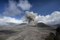 Scenic view of Mount Bromo eruption, Indonesia — Stock Photo