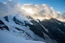 Живописный вид на закат над Алеч ледника в швейцарских Альпах, Швейцария — стоковое фото