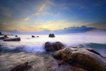 Малайзія, Pantai курортний Куантан, мальовничим видом вранці хвиль при сходом сонця — стокове фото