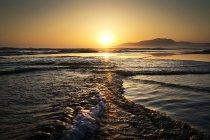 Vue panoramique sur la plage de Los Lances au coucher du soleil, Tarifa, Andalousie, Espagne — Photo de stock