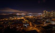 Bay Bridge und Skyline von Telegraphenhügel, San Francisco, Kalifornien, Amerika, USA — Stockfoto