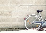 Bike covered in snow leaning against a wall — Stock Photo