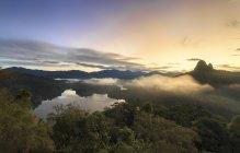 Vista panoramica di Alba sopra collina di Bukit Tabur, Selangor, Malesia — Foto stock