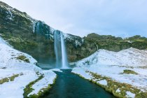 Vue panoramique sur la cascade de Seljalandsfoss, Islande, — Photo de stock